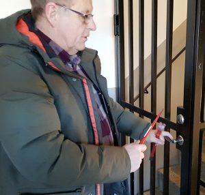 Brottsförebyggare Lennart Levander utför trygghetsbesiktning