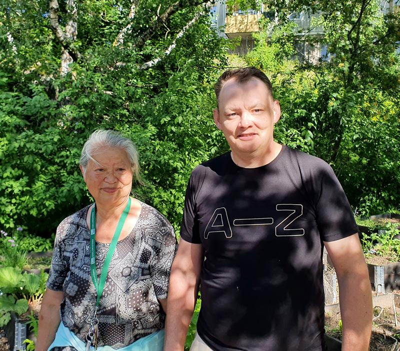 Piotr Oskarson och Helena Kim, två av Stövardalens stadsodlings odlare